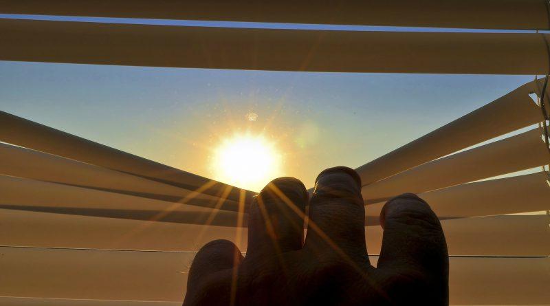 Rolety okienne - popularny rodzaj osłony okiennej