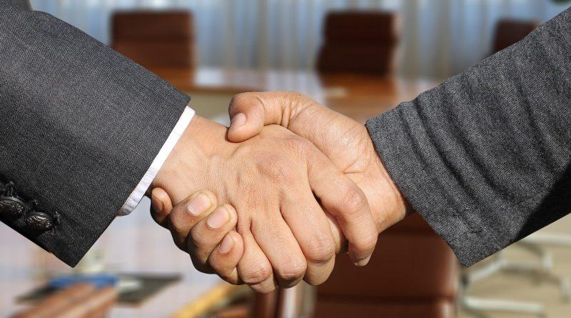 Co wręczyć po udanym spotkaniu biznesowym lub by komuś pogratulować? Propozycje